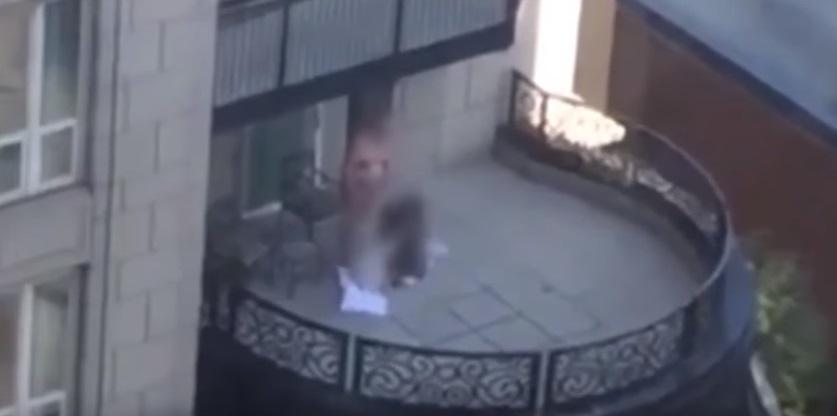 YOUTUBE rapporto a tre su balcone di hotel a Chicago. Video in rete...5