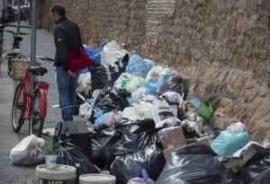 Rifiuti, emergenza Roma: sciopero 11/7, Villa Pamphili discarica