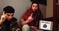 I due killer nel video in <br /> cui giurano fedeltà a Isis