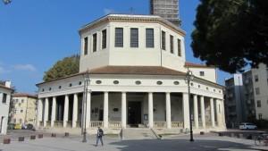 Rovigo: in chiesa con pistola e copricapo islamico ma era uno scherzo