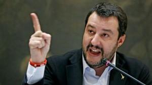 """Musulmani in chiesa, Salvini non ci crede: """"Poveri illusi"""""""