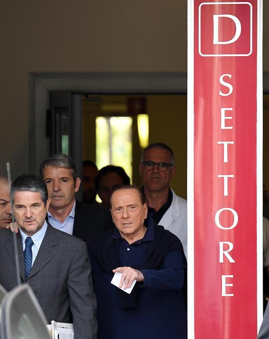 Berlusconi, stanza San Raffaele