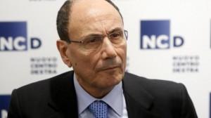 Renato Schifani si dimette da capogruppo. Centristi in viaggio...
