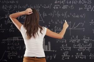 Roma: la figlia prende brutti voti, il padre minaccia la prof