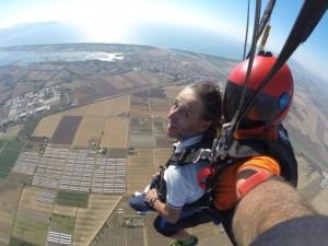 Orbetello, sulla sedia a rotelle si butta col paracadute da 4mila metri