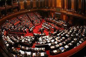 """YOUTUBE M5S, protesta in Senato dopo voto su Berlusconi: """"Servi"""""""