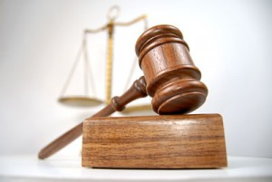 Riceve uomini a casa, giudice ordina: Paghi le tasse