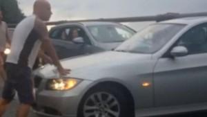 Guarda la versione ingrandita di Turista tedesco contromano in autostrada: fermato, rischia il linciaggio