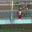VIDEO YOUTUBE Tenta di gettarsi dal ponte di Manhattan e rimane appeso