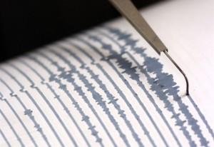 Guarda la versione ingrandita di Terremoto Torino: scossa magnitudo 3.9, gente in strada