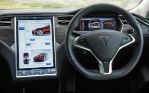 Tesla (auto senza pilota) sotto indagine. Elon Musk nei guai?