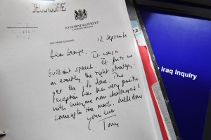 Guarda la versione ingrandita di Una lettera di Blair a Bush nei mesi della guerra in Iraq EPA/JEFF J MITCHELL / POOL
