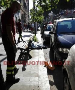 Roma Prenestina, uomo precipita da un palazzo: ipotesi suicidio FOTO