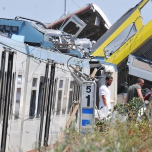 Scontro treni in Puglia, i selfie della famiglia sul luogo del disastro
