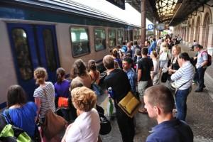 Bolzano, nigeriani senza biglietto aggrediscono la capotreno