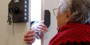 Roma. Rom si spacciano per tecnici del gas e rapinano anziani in casa