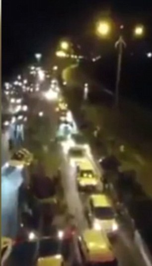 YOUTUBE Turchia, carro armato golpisti travolge pedoni e auto04