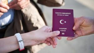 """Turchia: """"Stop visto per entrare in Ue o salta accordo rifugiati"""""""