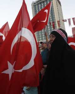 """Erdogan mette il velo alla Turchia: i laici hanno paura. Un saudita scherza: """"Chiamo mio figlio Erdogan"""""""