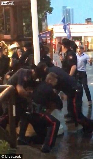 Youtube Ubriaco Prova A Rubare Taser A Poliziotti