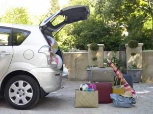 Gianfranco Santini schiacciato da sua auto mentre scarica valigie