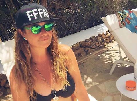 Belen Rodriguez e la foto in bikini...ma è mamma Veronica Cozzani