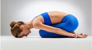 Yoga: queste posizioni aiutano a riprendersi da una sbornia