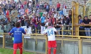 Siracusa-Catania. Sassi contro pullman tifosi etnei, feriti, lancio fumogeni