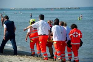 Scoglitti (Ragusa), annega per salvare i suoi figli