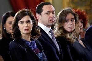 Mauro Cossu (M5s) offende la Boschi e la Boldrini usando il titolo di un libro. Denunciato