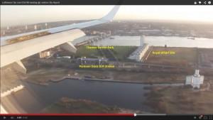 Guarda la versione ingrandita di YOUTUBE Aereo atterra a Londra, ecco cosa vede il pilota in cabina