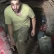 Aleppo, palazzo bombardato: detriti in aria, ribelli scappano nei tunnel4