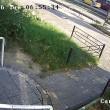 Autobus finisce contro la fermata: donna illesa per miracolo4