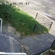 Autobus finisce contro la fermata: donna illesa per miracolo