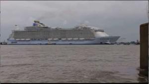 Cina, cade da nave crociera e resiste 38 ore in mare