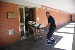 Bologna, bambino di 8 anni si ferisce e muore dissanguato in casa