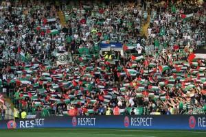 YOUTUBE Celtic, tifosi con bandiere Palestina: in campo squadra israeliana