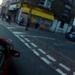 Ciclista sbatte su taxi che non ha messo la freccia2