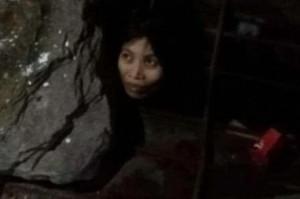 Guarda la versione ingrandita di Cina, donna malata di mente vive in gabbia nello scantinato FOTO