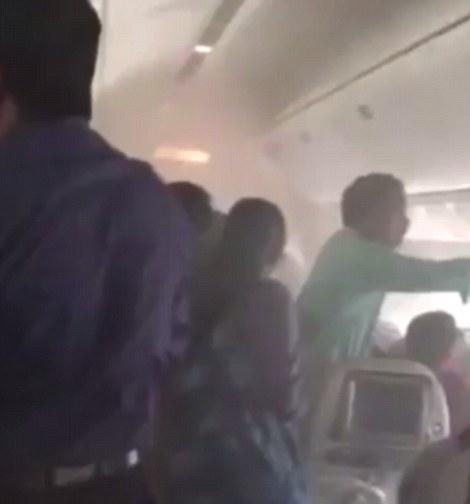 Dubai, panico dentro volo Emirates in fiamme4