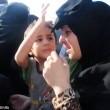 Liberata da Isis, si toglie niqab: figlio prova a fermarla6