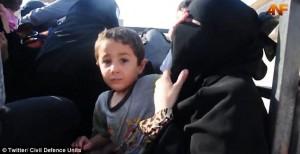 Liberata da Isis, si toglie niqab: figlio prova a fermarla7