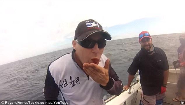 Mangia cuore del tonno appena pescato4