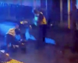 Newcastle, preso a calci in testa sviene durante arresto6