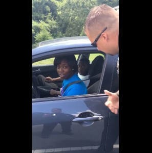Poliziotto regala gelati al posto delle multe VIDEO5