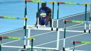 Guarda la versione ingrandita di YOUTUBE Rio 2016: Jeffrey Julmis si atteggia alla Usain Bolt, poi…