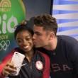 Rio 2016, Simone Biles bacia il suo idolo Zac Efron2
