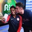 Rio 2016, Simone Biles bacia il suo idolo Zac Efron5