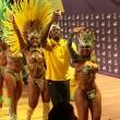 "YOUTUBE Rio 2016: Usain Bolt, ""trenino"" con ballerine samba9"