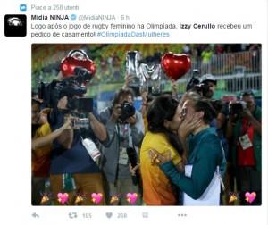 Guarda la versione ingrandita di Rio 2016, bacio gay e richiesta matrimonio a bordo campo FOTO